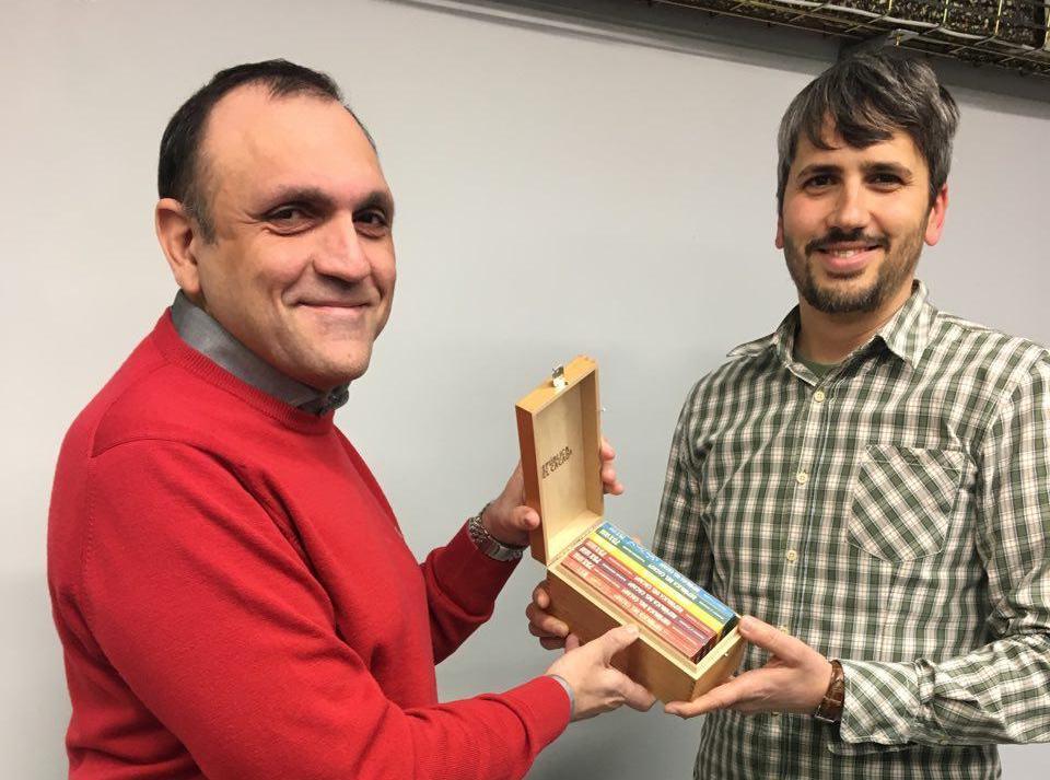 """Javier Belmar y Carles Caño con chocolate """"República del cacao"""""""
