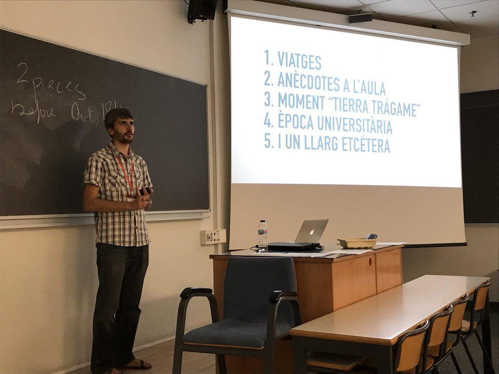 """Carles Caño impartiendo el taller """"Crea podcasts magnéticos con storytelling"""""""